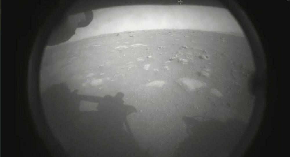 Amerikan Uzay ve Havacılık Dairesi NASA, Perseverance adlı keşif aracının Mars yüzeyine başarılı şekilde indiğini duyurdu.
