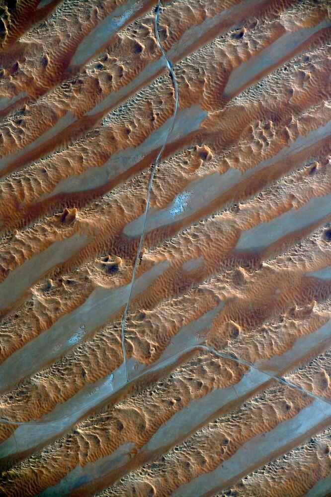 Arabistan Çölü'nün hareket eden kumları