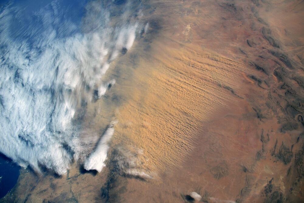Sahra Çölü'nden gelen kum fırtınası