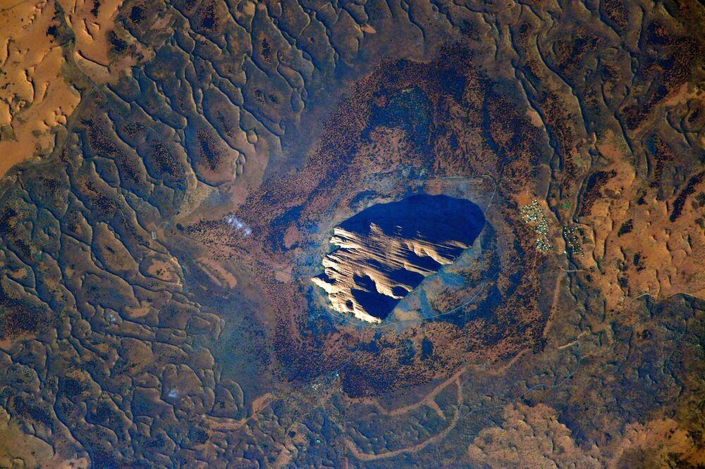 Avustralya'nın doğal görülmeye değer yerlerinden biri, kumtaşından oluşan Uluru kaya formasyonu