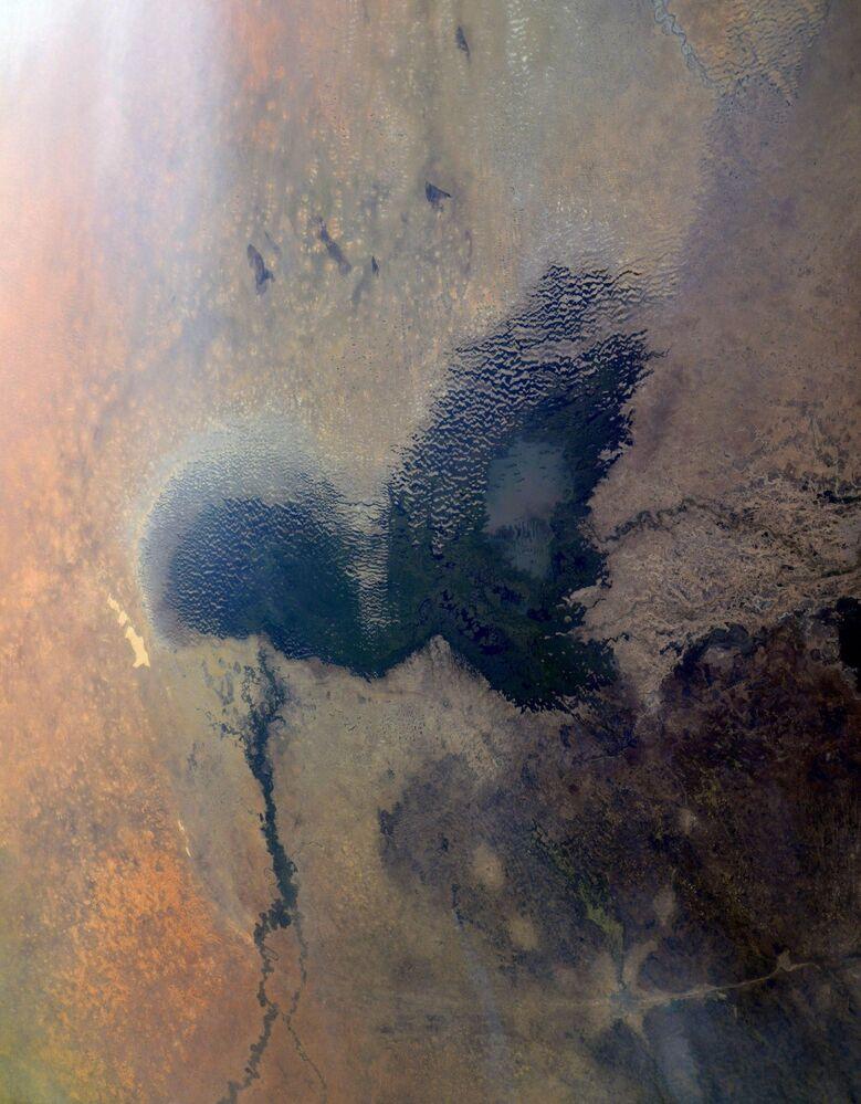 Orta Afrika'da Nijerya, Kamerun, Nijer ve Çad'ın sınırında yer alan  Çad Gölü