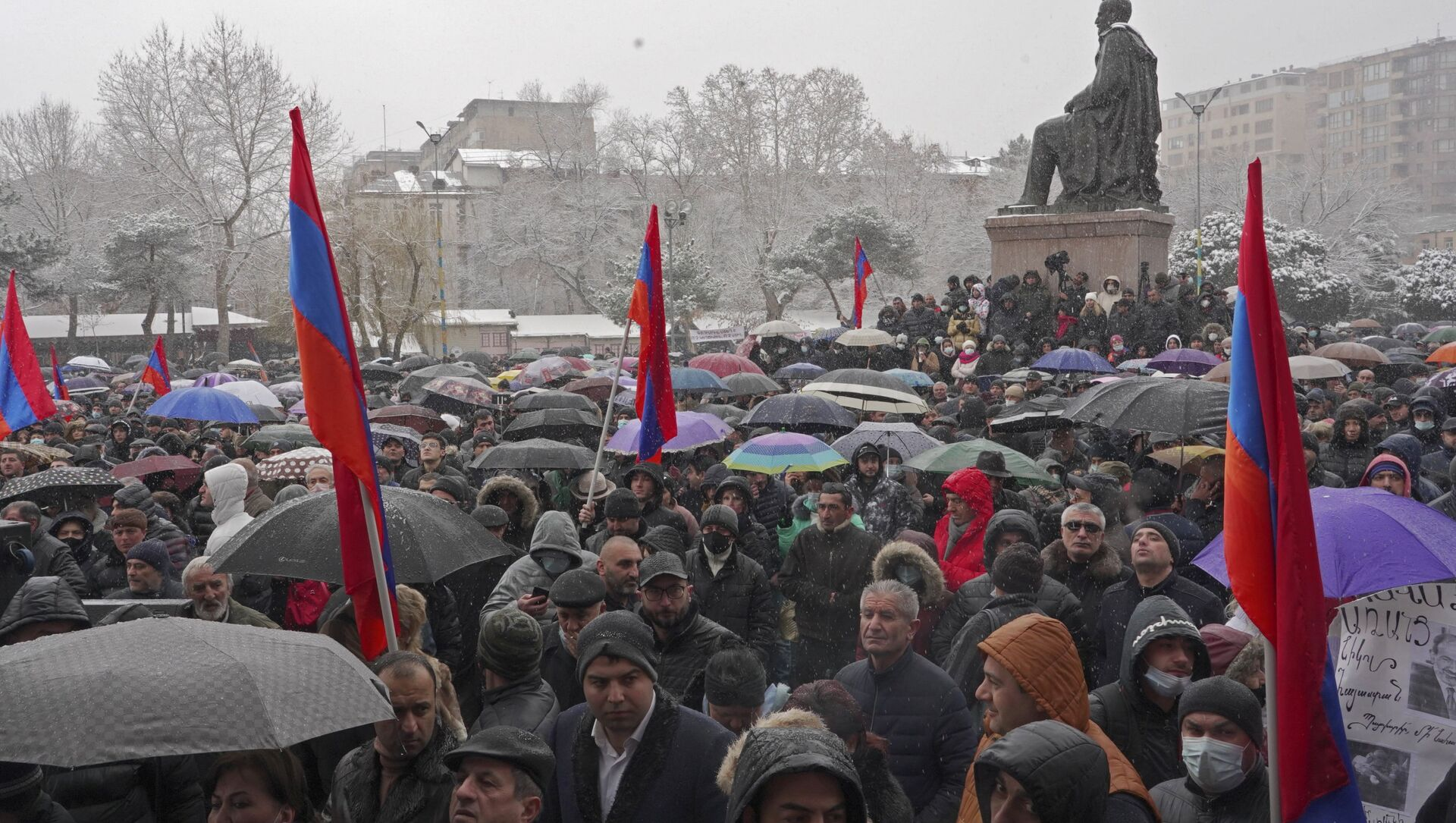 Erivan'ın merkezinde binlerce kişinin katıldığı miting düzenleniyor - Sputnik Türkiye, 1920, 20.02.2021