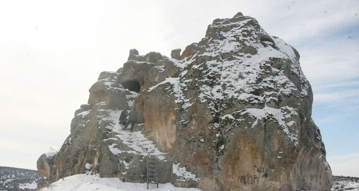Ayazini Köyü Muhtarı Bekir Yılmaz, kalenin halk arasında 10 katlı apartman olarak bilindiğini ifade etti.