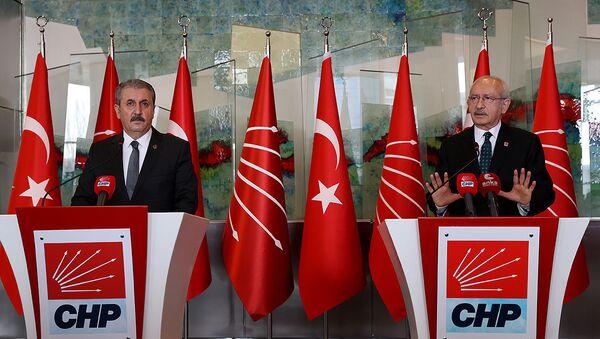 Kemal Kılıçdaroğlu, CHP Genel Merkezinde BBP Genel Başkanı Mustafa Destici ve beraberindeki heyeti kabul etti - Sputnik Türkiye