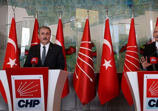 Kemal Kılıçdaroğlu, CHP Genel Merkezinde BBP Genel Başkanı Mustafa Destici ve beraberindeki heyeti kabul etti