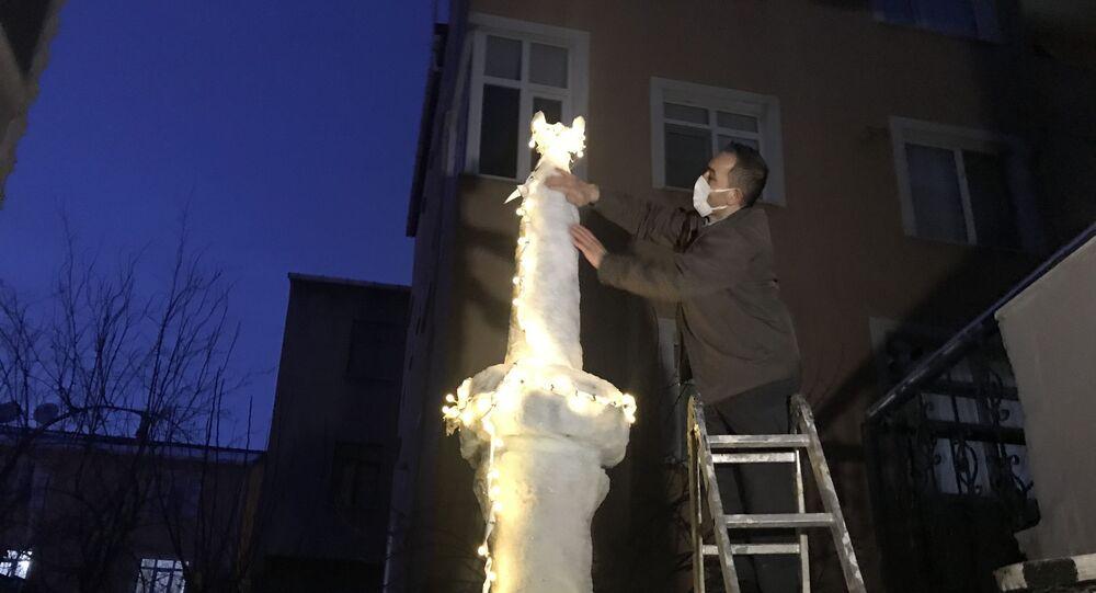 İstanbul için kar duası kabul olunca kardan minare yapıp ezan okuttu