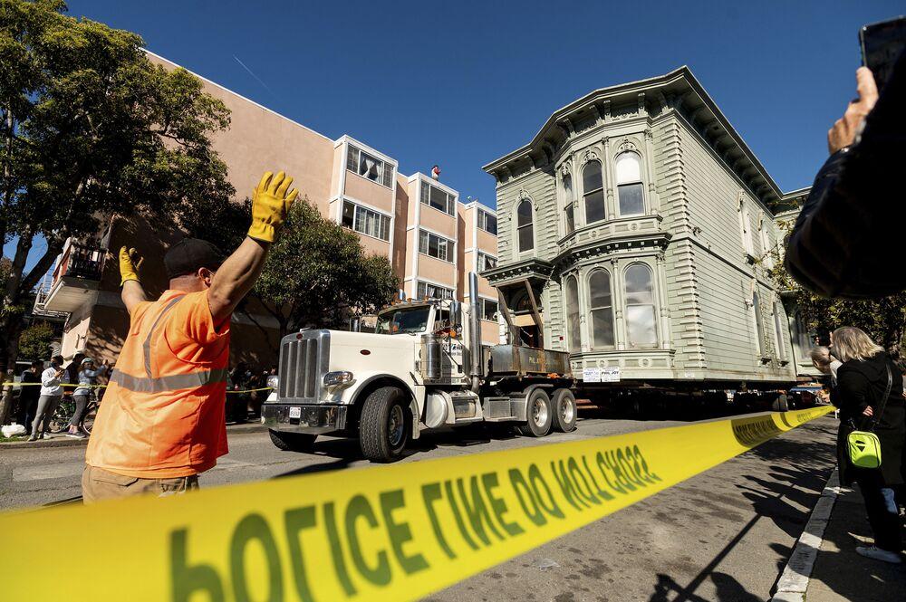 San Francisco kentinde bulunan ev, 1800'lü yıllarda Viktoryen dönem mimarisiyle inşa edildi.