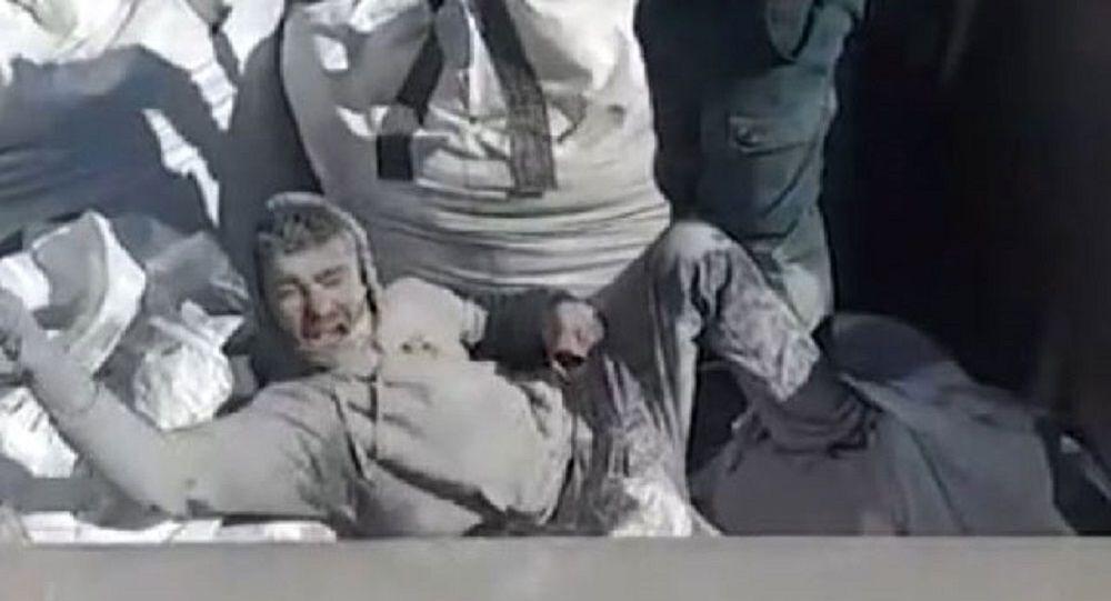 İspanya sınırında uçucu kül çuvalının içinden mülteci çıktı