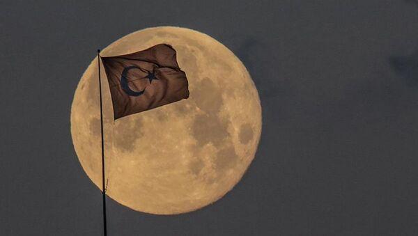 Ay - Türk bayrağı - Sputnik Türkiye