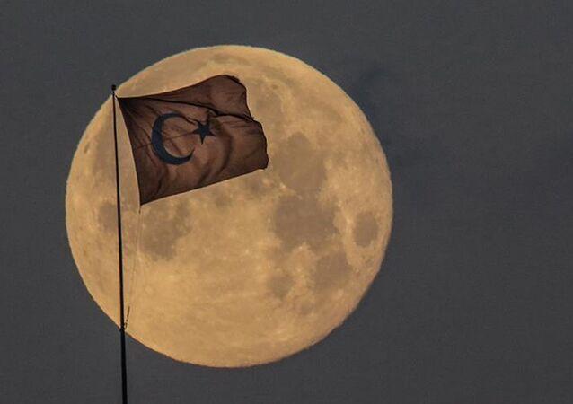 Ay - Türk bayrağı