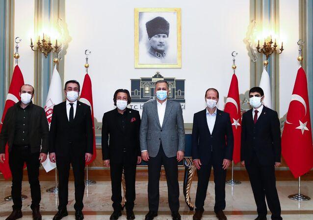 İstanbul Valisi Ali Yerlikaya, Tüm Restoranlar ve Turizmciler Derneği Genel Başkanı Ramazan Bingöl ve Yönetim Kurulu üyeleriyle yapılan toplantıda 1 Mart'tan itibaren uygulanması beklenen kademeli normalleşmeye geçiş sürecini görüştü.