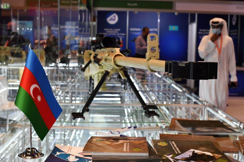 Azerbaycan standında sunulan NST-14.5 keskin nişancı tüfeği