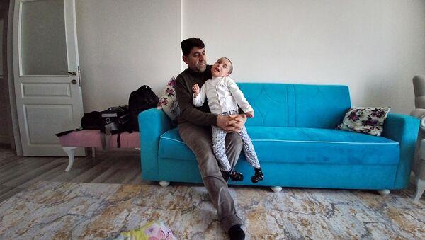 Bingöl'ün Genç ilçesinde yaşayan Abdullah ve Nihal Ortak çiftinin oğlu - Sputnik Türkiye