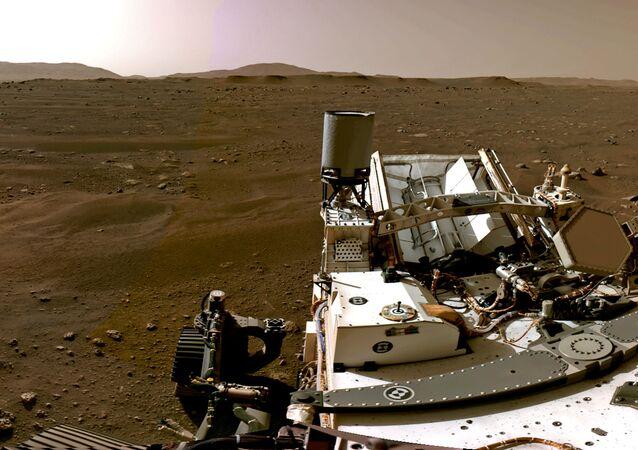 Mars'ta mikrobiyolojik yaşam izleri arayan Perseverance, topladığı kaya örneklerini küçük tüplere doldurup krater zeminine bırakacak. Bunlar daha sonra başka bir görevde indirilecek araçla toplanarak Dünya'ya getirilecek