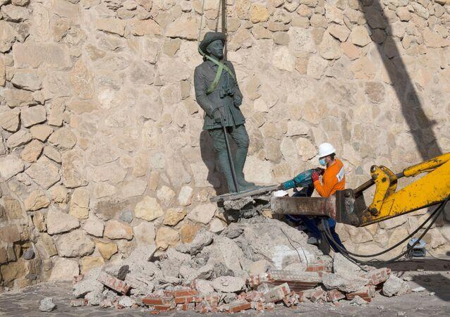 Franco heykeli - İspanya