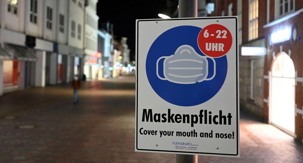 Almanca 'maske zorunluluğu' tabelası, sokağa çıkma yasağı uygulaması, Flensburg, Almanya