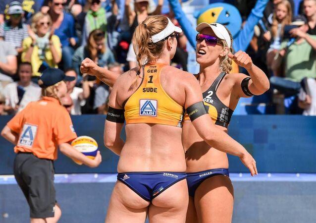 Alman plaj voleybolunun yıldızlarıKarla Borger ile Julia Sude