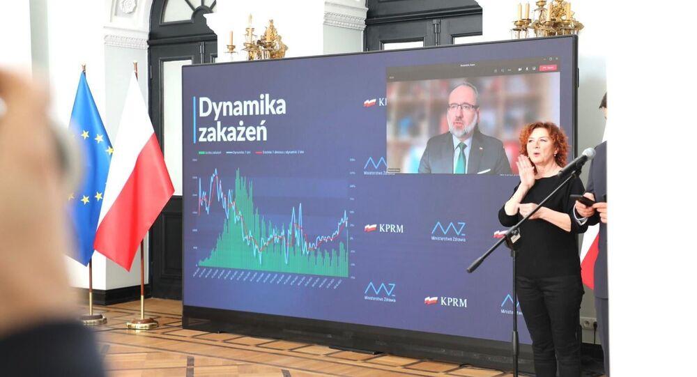 Polonya'da koronavirüs salgınında 3'üncü dalga başlarken, koronavirüs aşısının her iki dozu yapılan kişilerin 10 günlük karantinadan muaf olduğu bildirildi.