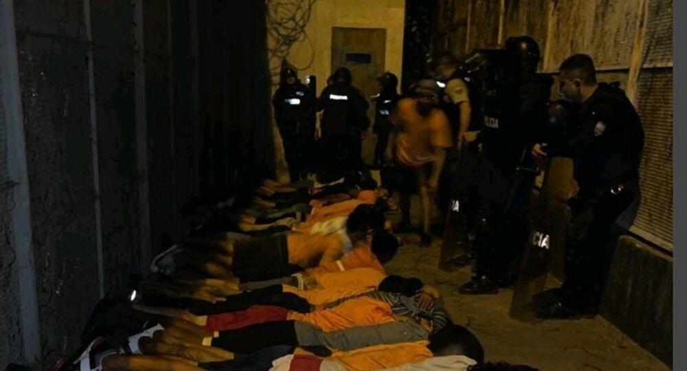 Ekvador'da bir hapishanede 166 mahkumun kaçma girişimi engellenirken, çok sayıda silah ve mühimmat ele geçirildi.