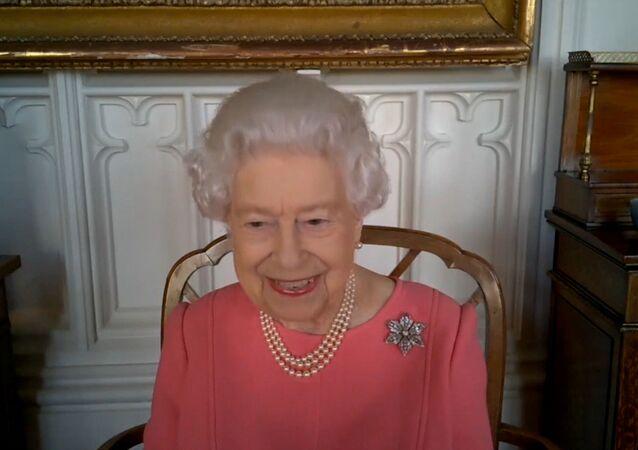 İngiltere Kraliçesi 2. Elizabeth: Kendinizi düşünmüyorsanız başkalarını düşünün