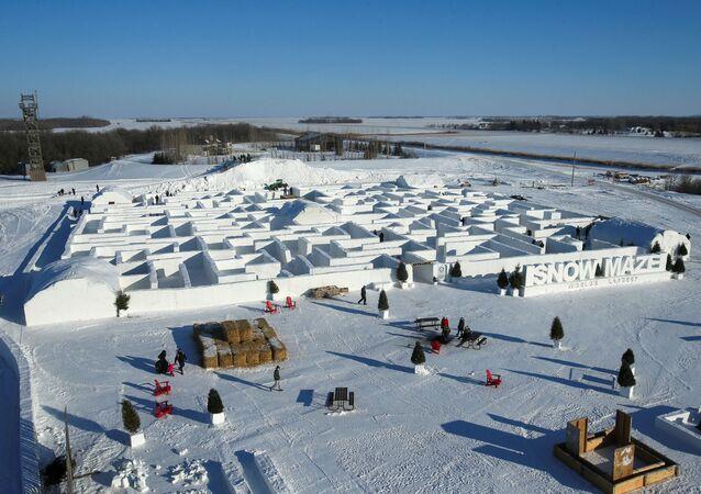 Kanada'daki dünyanın en büyük kar labirenti pandemiye rağmen açıldı