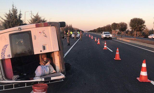 Şanlıurfa'da, tarım işçilerini taşıyan minibüs yan yattı: 12 yaralı