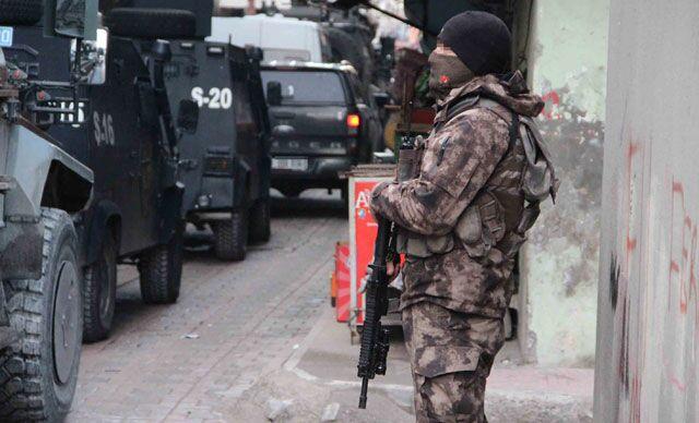 Diyarbakır'da operasyon: HDP'li vekilin babası dahil 14 kişi gözaltında
