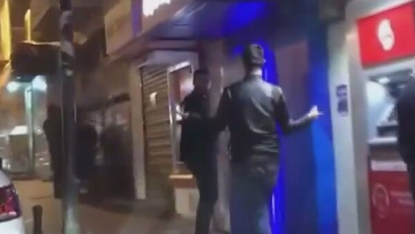 Çaldıkları paraları, halay çekerek ATM'ye yüklediler - Sputnik Türkiye