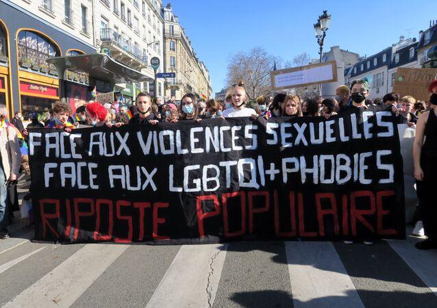 Fransız Komünist Partisi (PCF) üyesi 20 yaşındaki bir üniversite öğrencisinin, partinin Belediye Meclisi'ne seçilen üyesi Maxime Cochard ve arkadaşı Victor Laby'nin cinsel saldırısına uğradığını açıklayarak, intihar etmesinin ardından patlak veren skandal ülkeyi karıştırdı, yüzlerce kişi sokaklara dökülerek gösteri düzenledi.