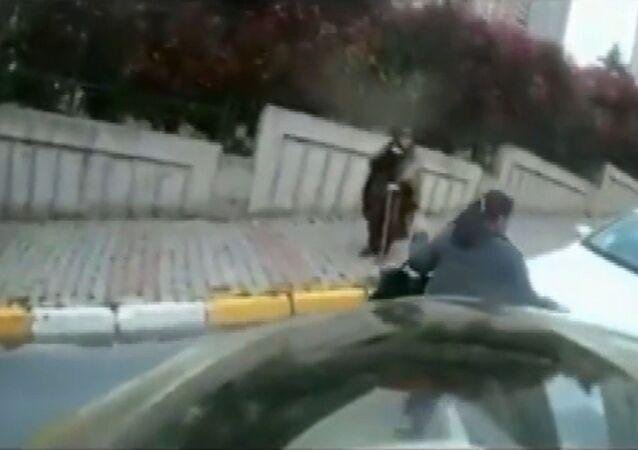 Dolandırıcıdan, motosiklet sürücüsüne tehdit: 'Polisi çağırırsan ben de senin tacizci olduğunu söyleyeceğim'