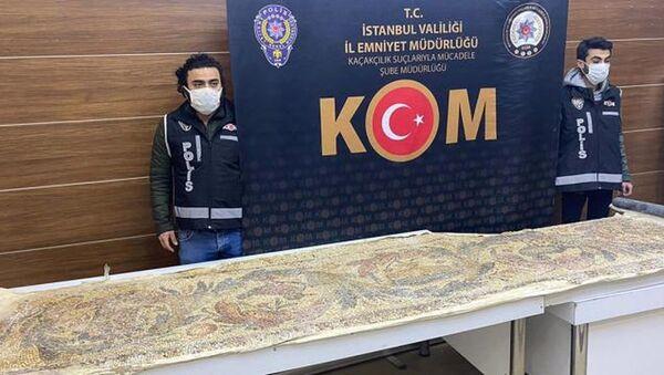 İstanbul'da tarihi eser operasyonu: Roma dönemine ait mozaik yer döşemesi bulundu - Sputnik Türkiye