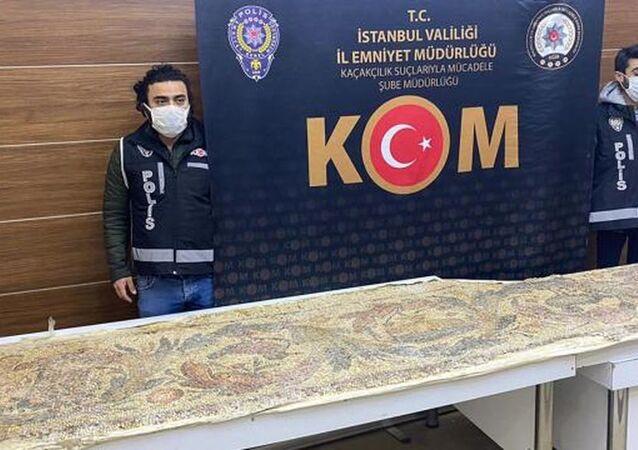 İstanbul'da tarihi eser operasyonu: Roma dönemine ait mozaik yer döşemesi bulundu