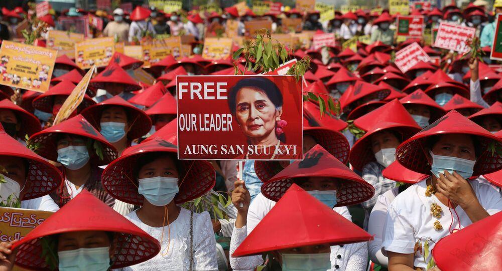 Birleşmiş Milletler İnsan Hakları Ofisi tarafından yapılan açıklamada, Myanmar'da darbe karşıtı protestolarda polisin göstericilere ateş açması sonucu en az 18 kişinin öldürüldüğü bildirildi.