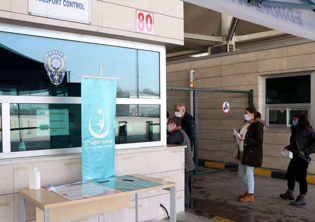Yurt dışından gelenlere PCR testi zorunluluğu devam edecek