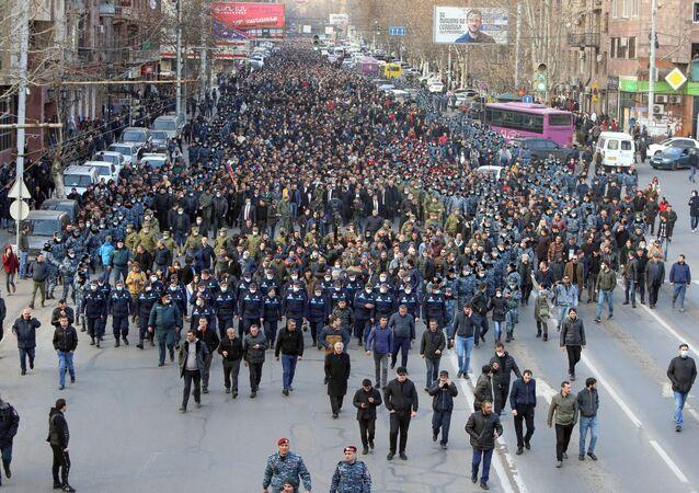 Ermenistan'ın başkenti Erivan'da bugün üç protesto ve yürüyüş düzenlenecek