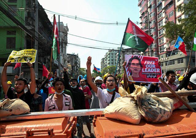 Myanmar'da protestolar