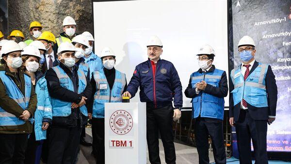 Bakan Karaismailoğlu: İstanbul'a iki raylı sistem hattı daha kazandırıyoruz - Sputnik Türkiye