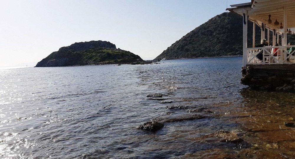 Bodrum'un en gözde koylarından biri olan Gümbet koyunda da deniz suyunun çekilmesi dikkatlerden kaçmadı. Bitez ve Ortakent koylarında da suların çekildiği öğrenildi.