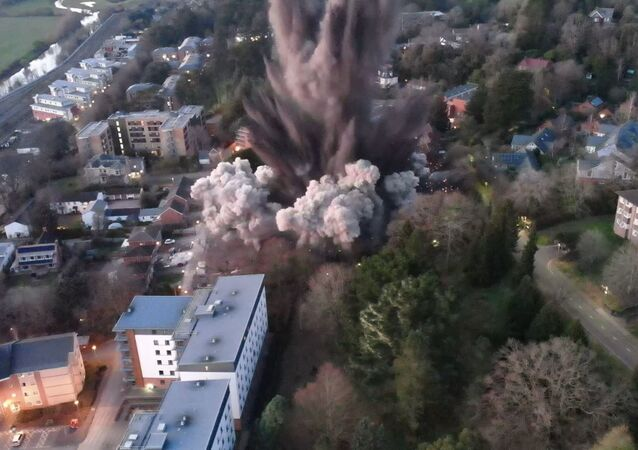 İngiltere'de İkinci Dünya Savaşı'ndan kalma bomba, kontrollü bir şekilde patlatıldı