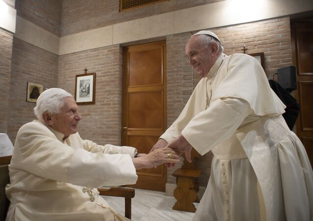 Papa 16. Benedict- Papa Francis
