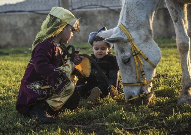 Diriliş Ertuğrul'u taklit eden Şamlı Şaban ailesi