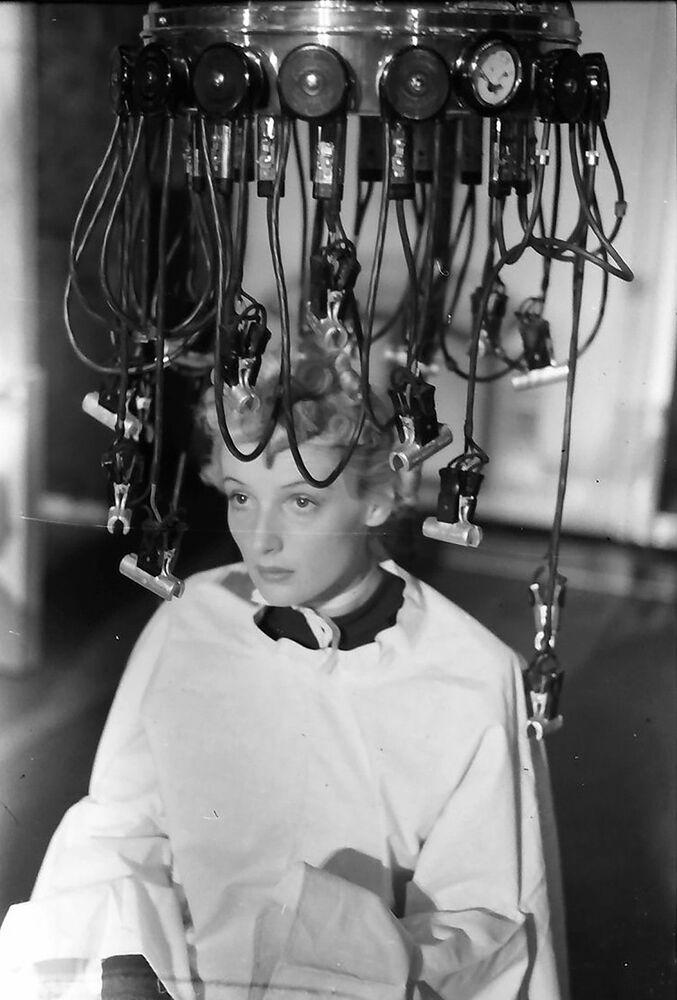 20. yüzyılda Almanya'daki güzellik salonlarında  kullanılan saçları kıvrık yapan cihaz