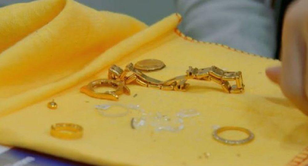 İngiltere'de bir kadının satın aldığı imitasyon saat gerçek altın çıktı