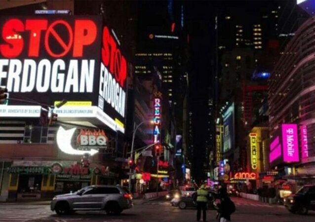 Stop Erdogan sözleriyle yayımlanan reklampanoları