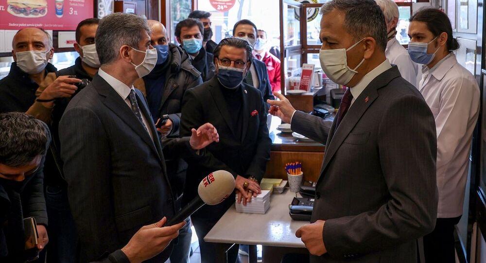 İçişleri Bakan Yardımcısı Muhterem İnce ve İstanbul Valisi Ali Yerlikaya, kontrollü normalleşme döneminde Sultanahmet'teki yeme içme mekanlarında denetimde bulundu