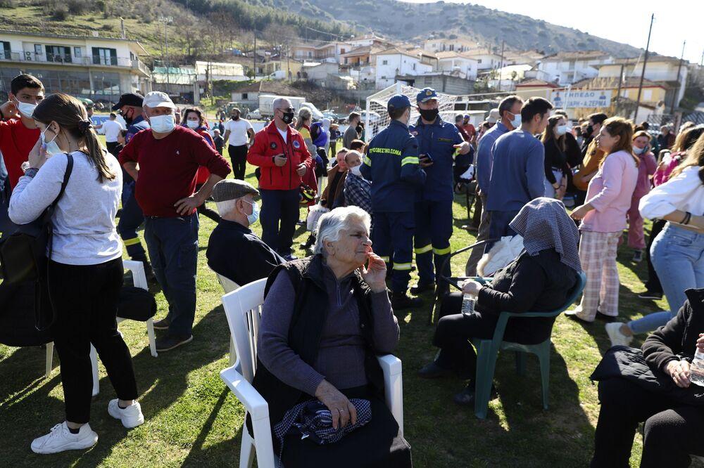 Atina Yer Bilimleri Enstitüsü Başkanı Akis Tselentis, artçı depremlere ilişkin gelişmeleri izlemeyi sürdüreceklerini belirterek, halka evlere girilmemesi çağrısında bulundu.