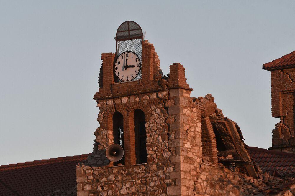 Mesochori köyünde bulunan kilise  deprem sonucu ağır hasar gördü