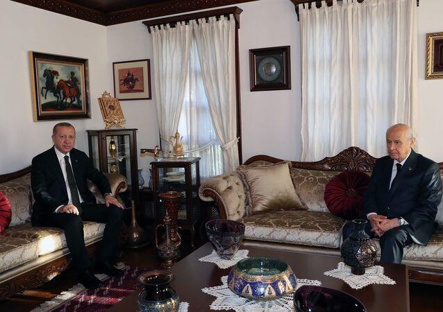 Cumhurbaşkanı Recep Tayyip Erdoğan, MHP Genel Başkanı Devlet Bahçeli'yi Beytepe'deki evinde ziyaret etti.
