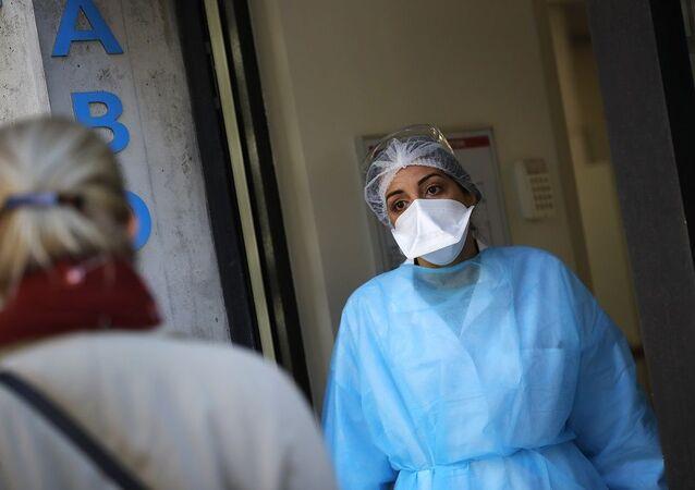 Koronavirüs- kadın sağlık personeli