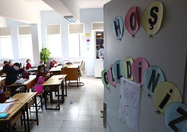 Okul - çocuk - öğrenci - sınıf